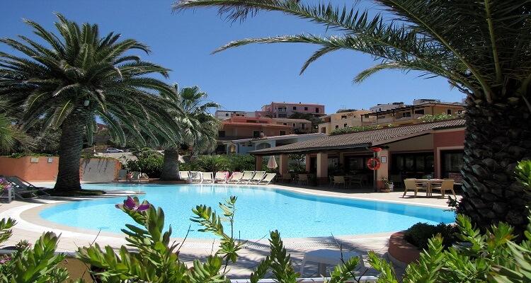 Der Pool des Hotel Corallaro