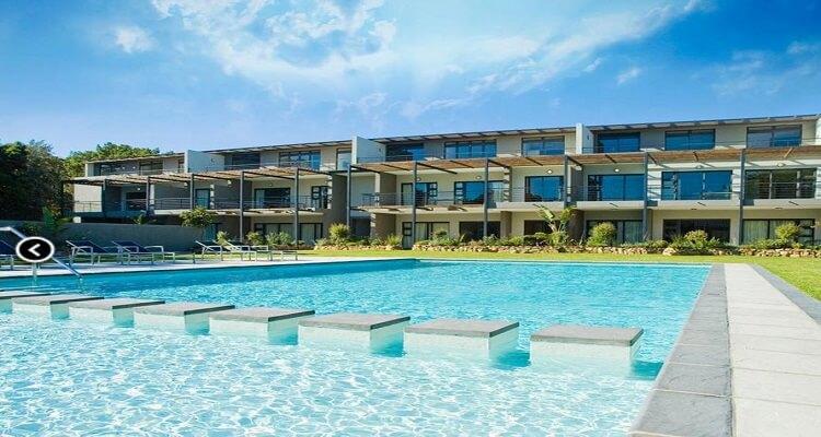 Der Pool des Hotel The Moorings