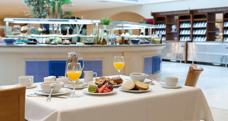 Das Frühstück im Valentin Hotel in Andalusien in üppig und sehr vielseitig