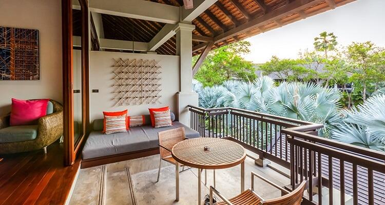 Zimmer-Terrasse des Slate Hotels in Phuket