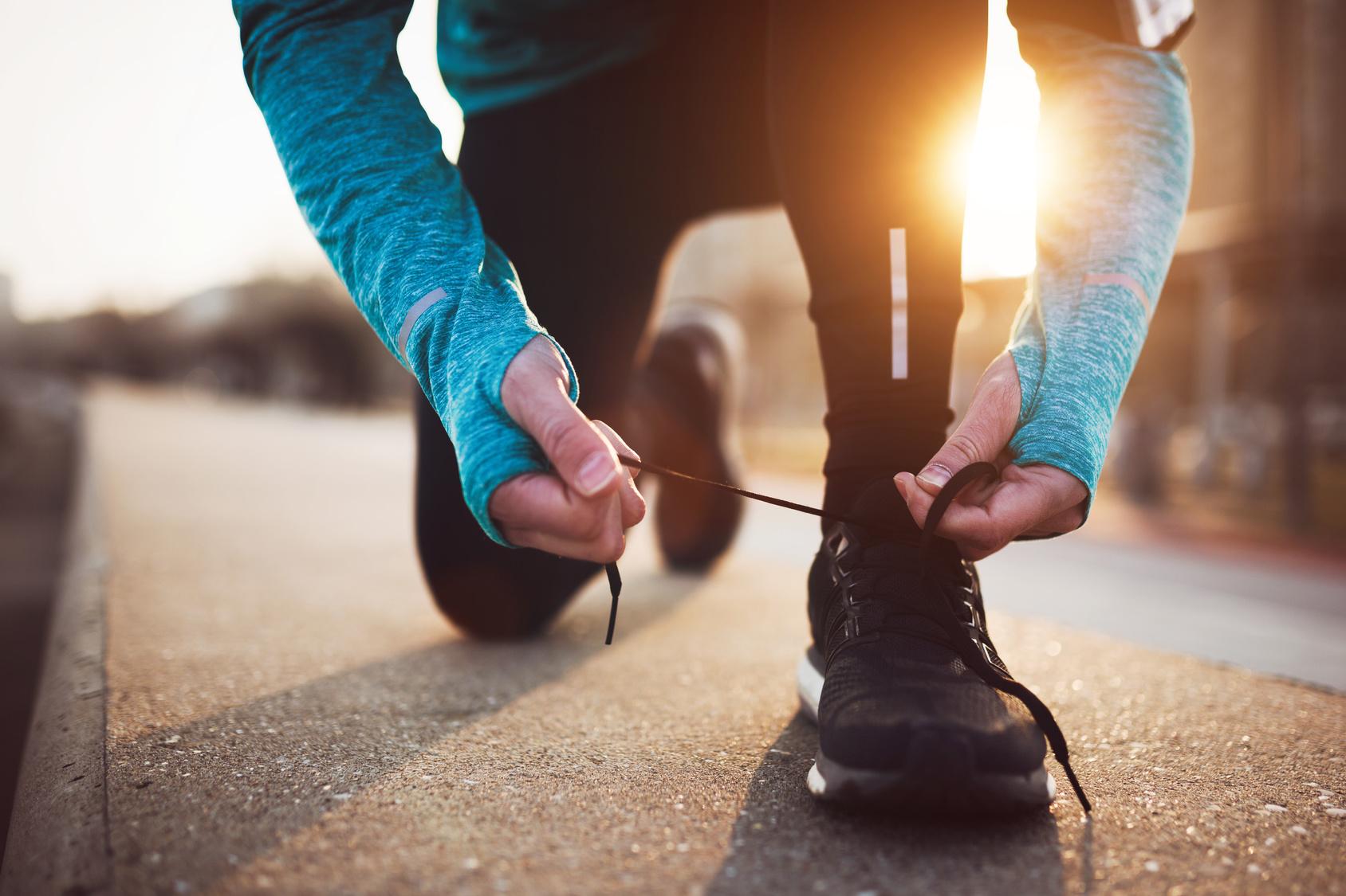 Sportlicher Single beim Joggen auf einer Gruppenreise mit adamare