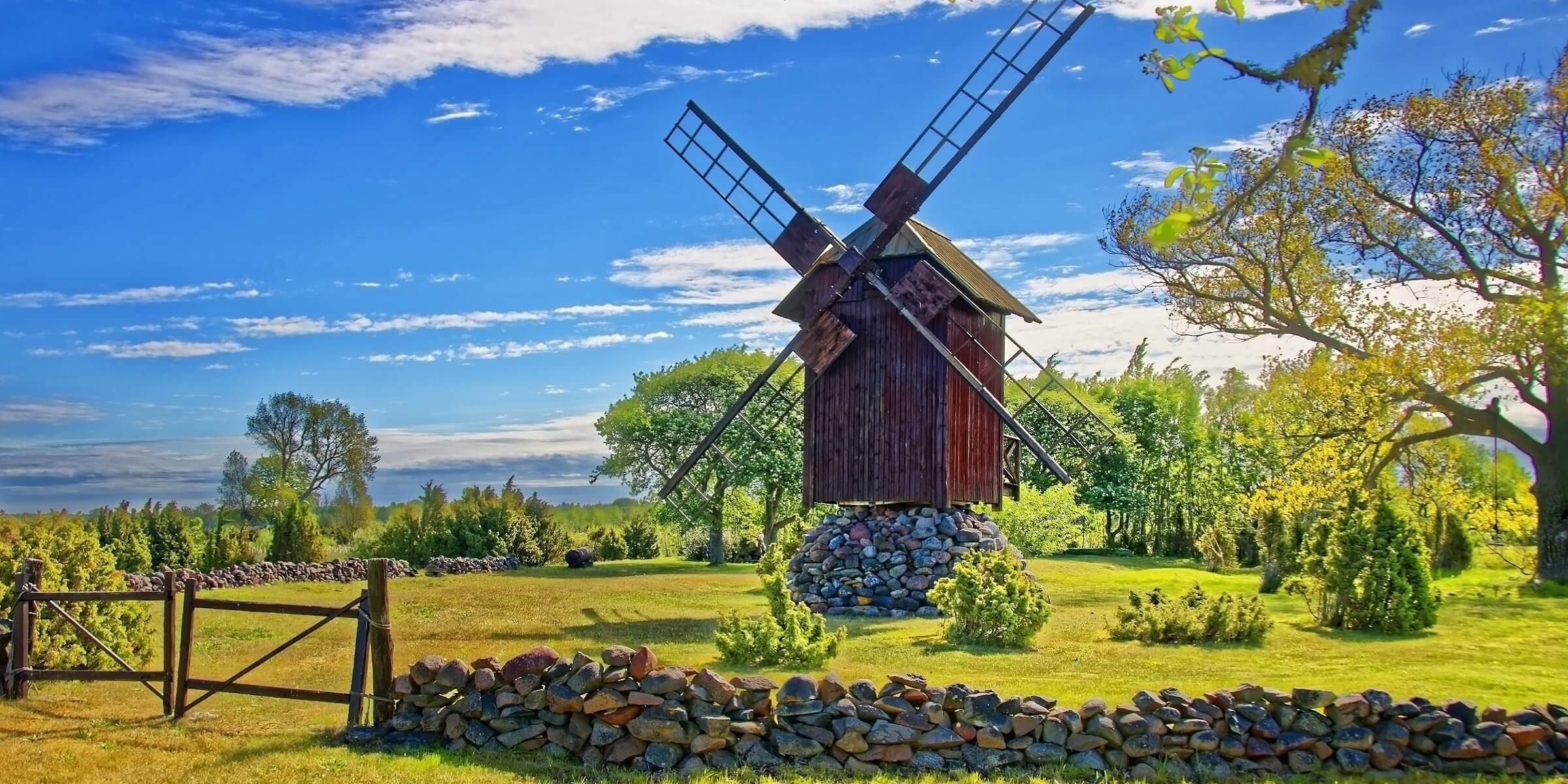 Sie werden auf Ihrer Singlereise kleine Windmühle im Baltikum sehen