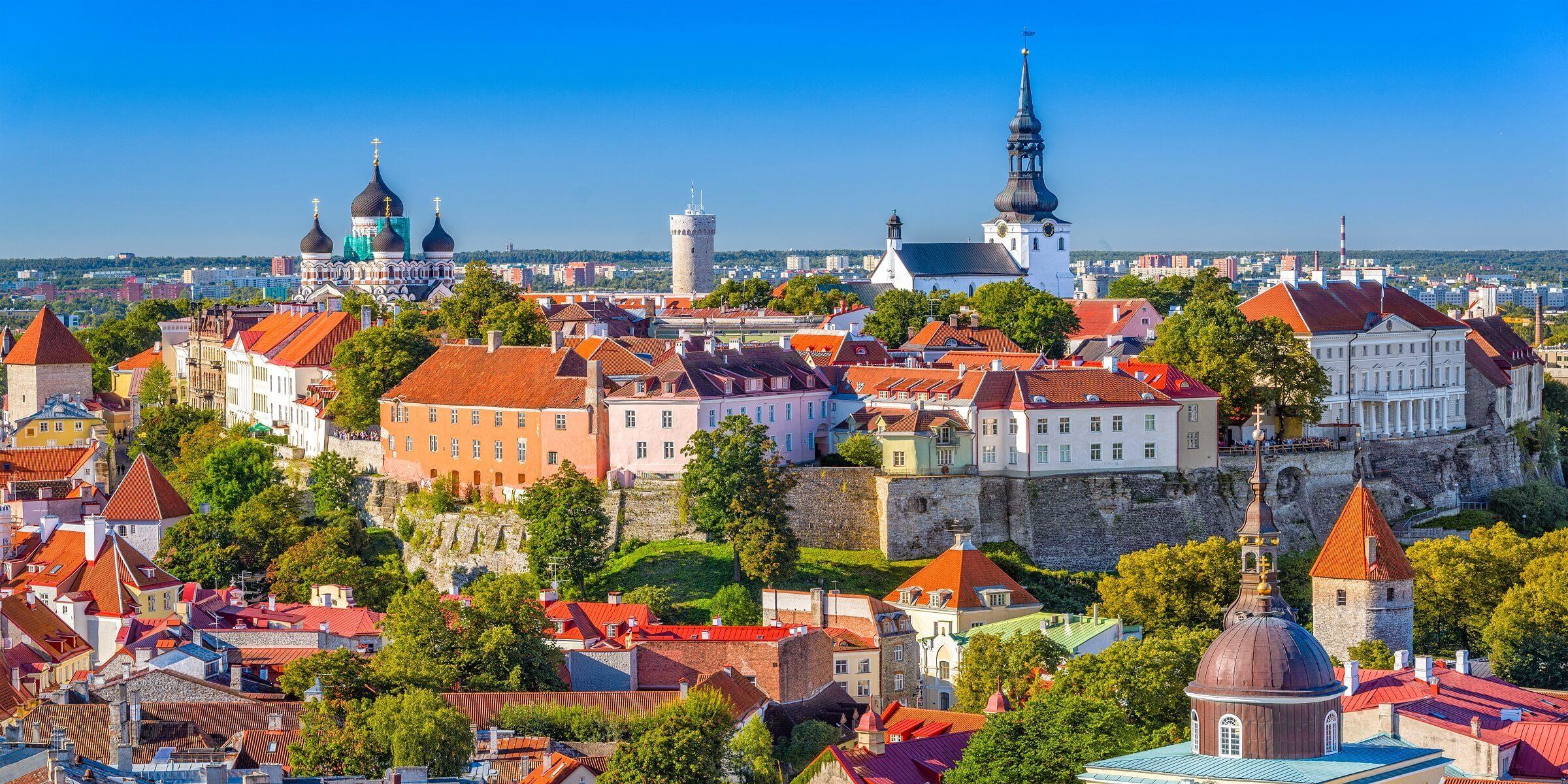 Die Skyline von Tallinn in Estland