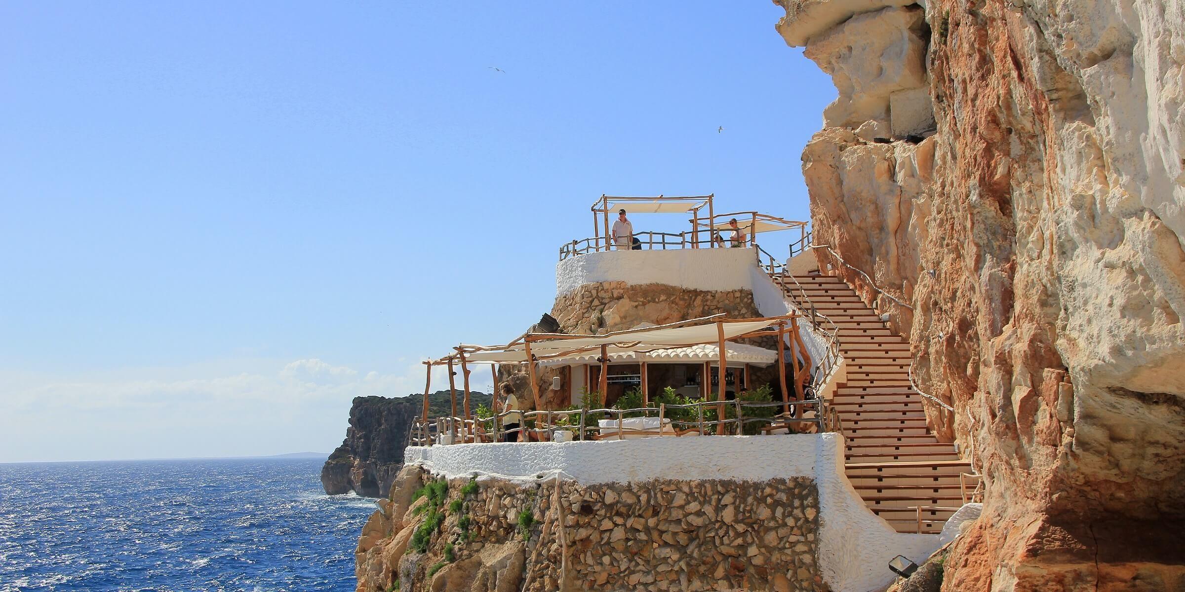 Auf Menorca gibt es zahlreiche kleine Restaurants direkt am Meer