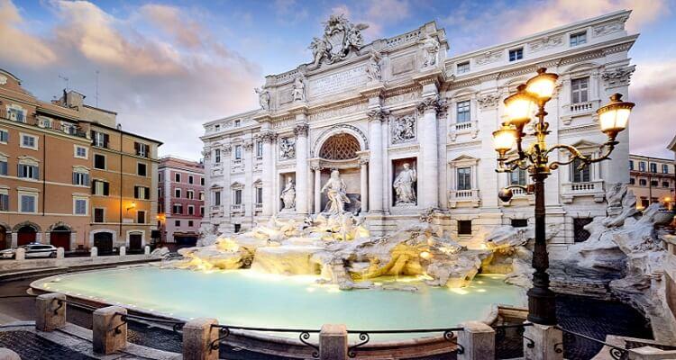 Wünsche sollen nach Mythen hier am Brunnen Fontana di Trevi in Rom in Erfüllung gehen