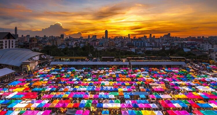 Erleben Sie den einzigartigen Nachtmarkt in Bangkok