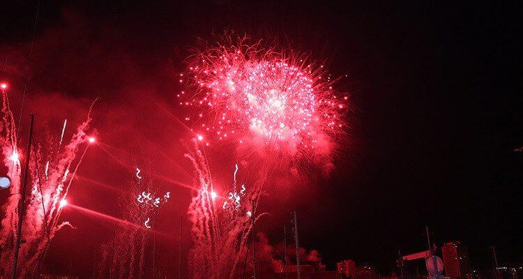 Das Feuerwerk am Nationalfeiertag in Frankreich ist unglaublich schön