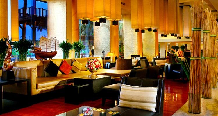 Die Hotel-Lobby des Ramada Hotels lädt zu gemütlichen Abenden ein