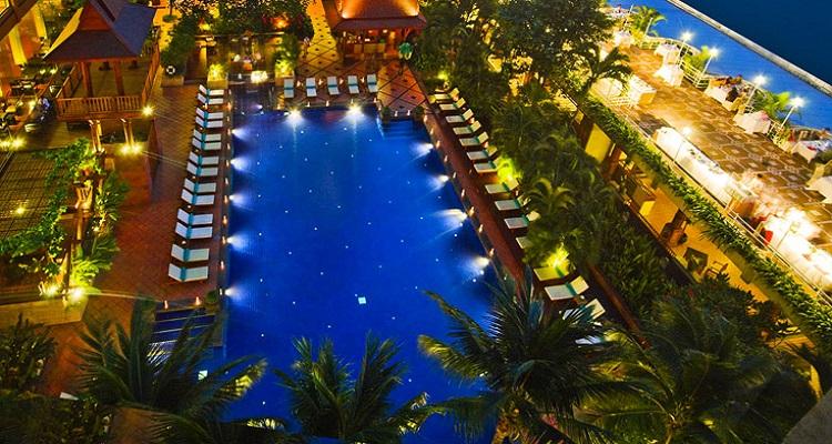 Am Pool des Ramada Hotels können Sie entspannen und den Single Urlaub genießen