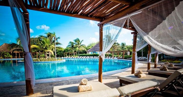 Am Poolbereich des Valentin Hotels in Mexiko können Sie abschalten und genießen