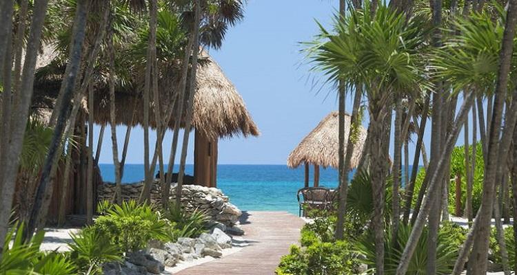 Der Weg zum Strand ist im Valentin Imperial Hotel in Mexiko sehr kurz