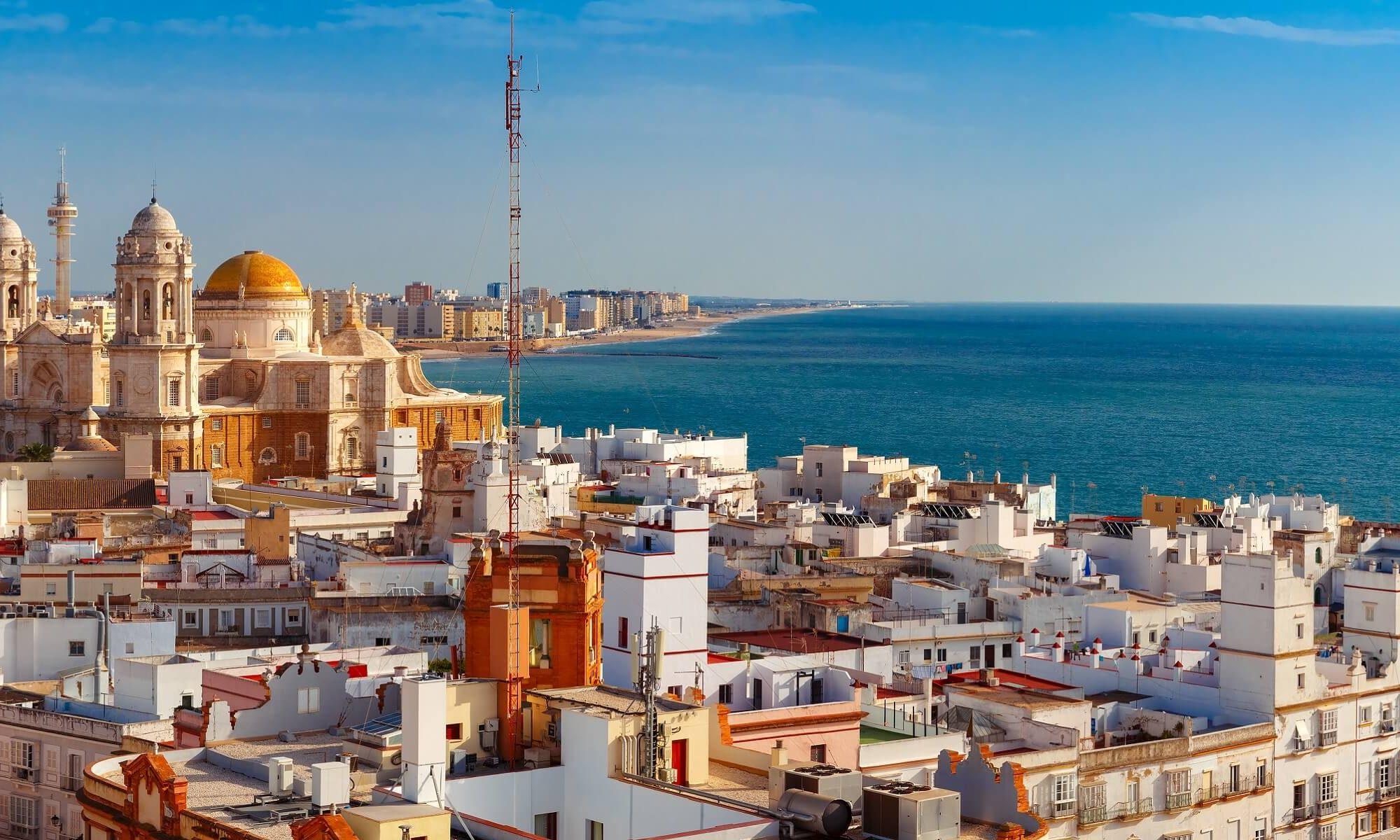 Cadiz dieälteste Stadt Europas, derenAltstadt von drei Seiten vom Meer umschlossenist.
