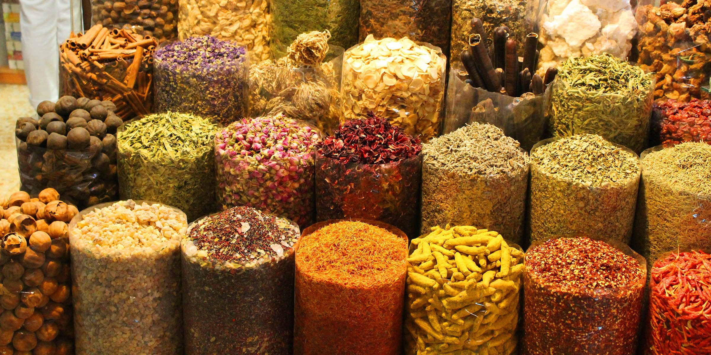 Frische Gewürze auf den Märkten in Indien kaufen