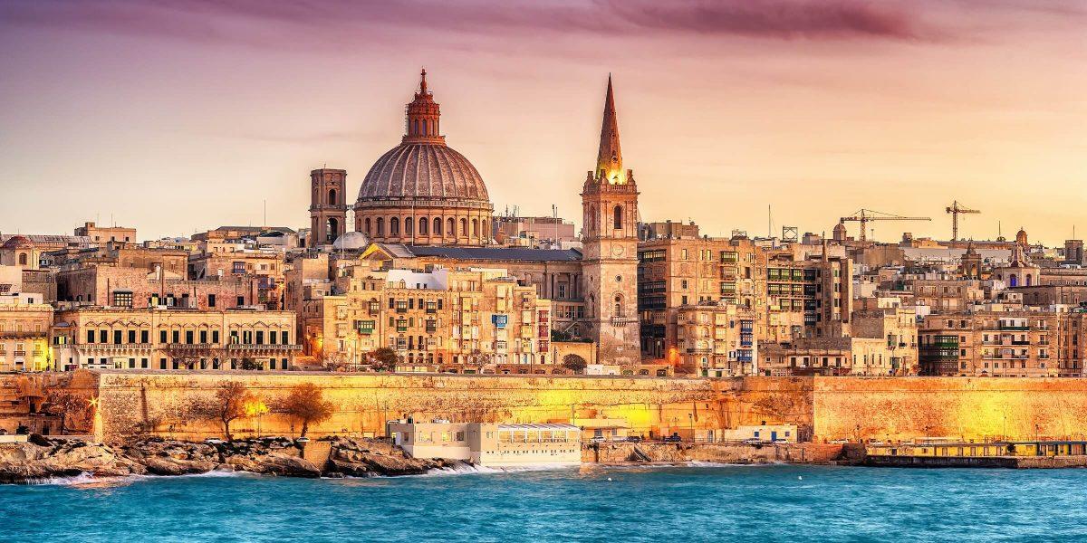 Die Skyline von Malta in abendlicher Stimmung