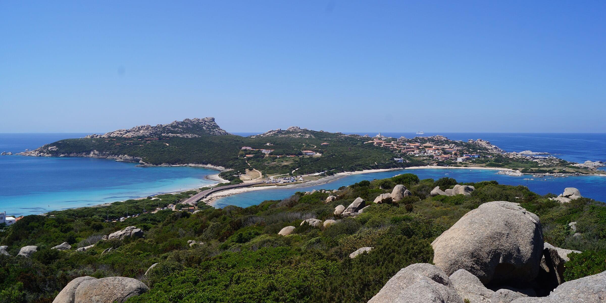 Die Insellandschaft auf Sardinien