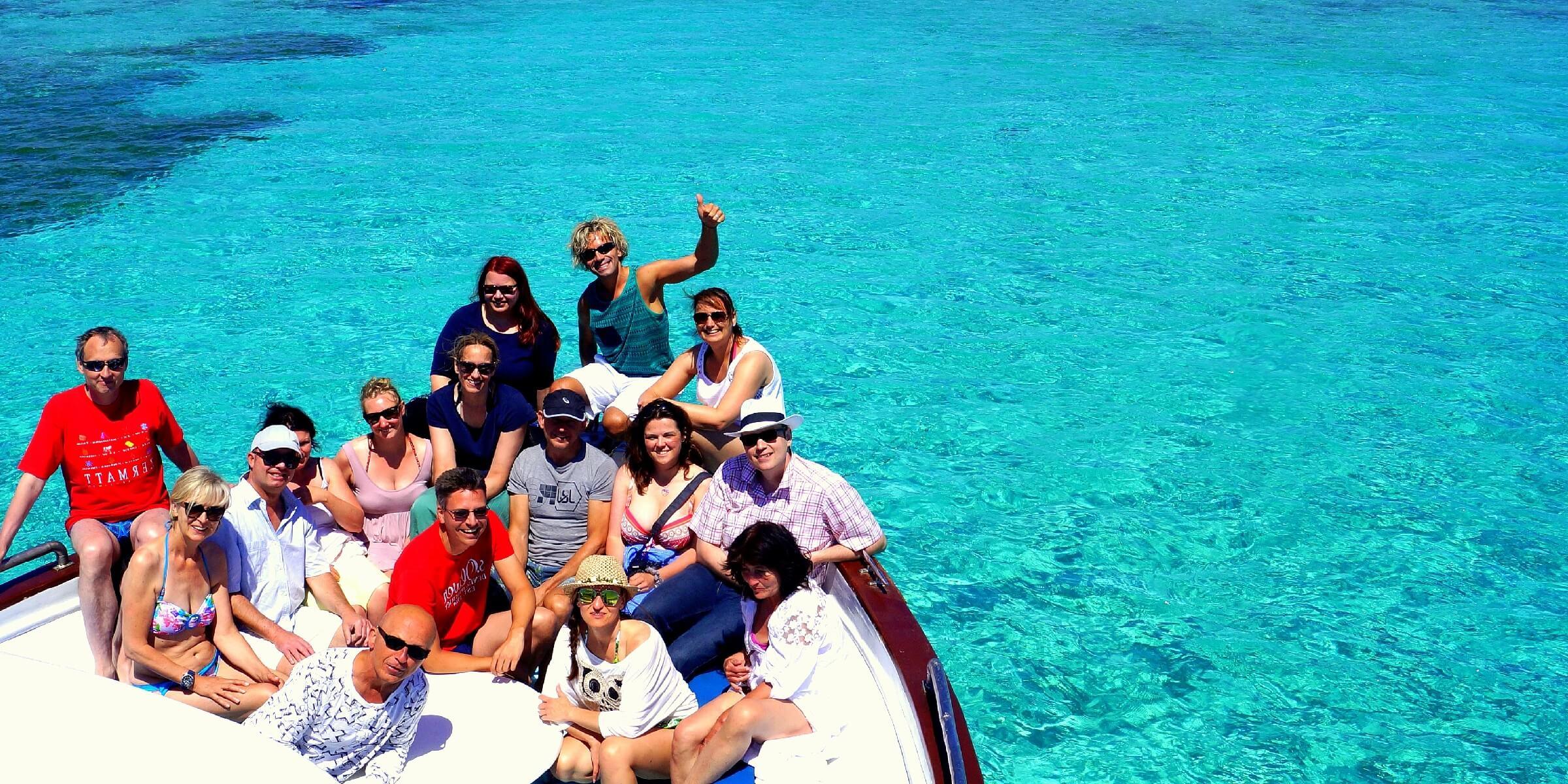 Die Reisegruppe beim Bootsausflug auf Sardinien