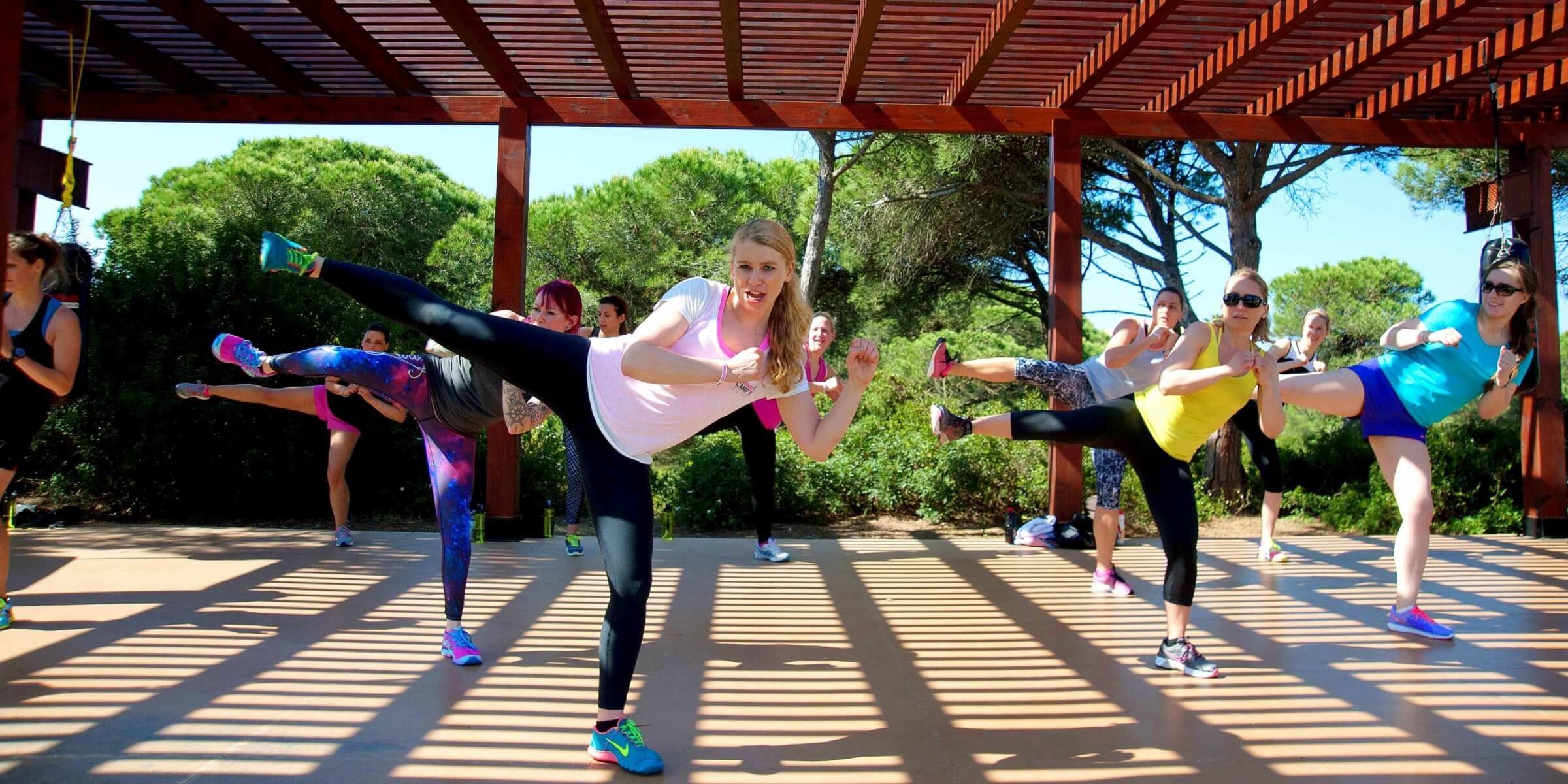 Fleißige Mädels am Tanzen im Women´s-Health-Camp