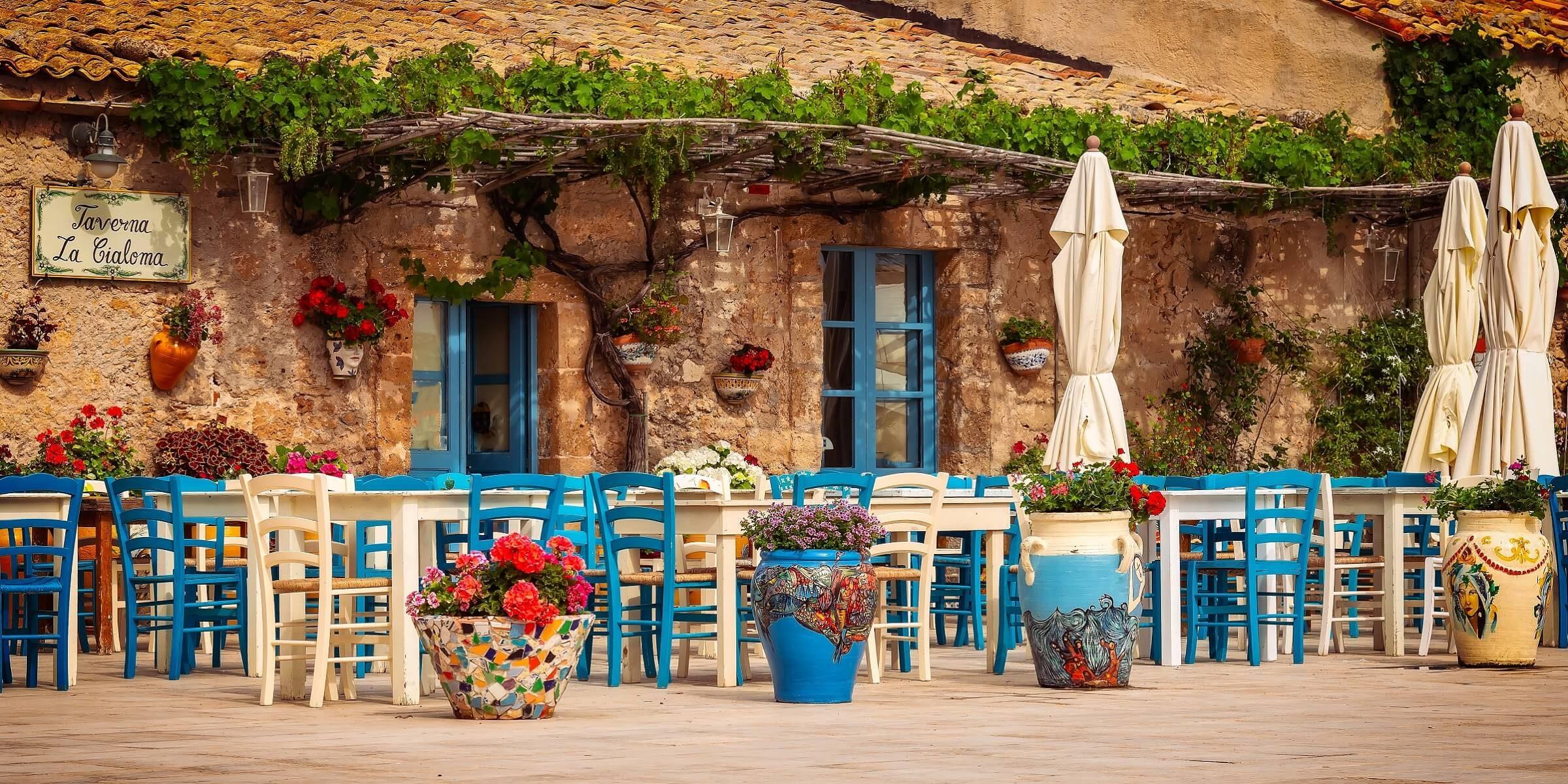 Genießen Sie auf Ihrer Singlereise zyprische Spezialitäten in einer Taverne