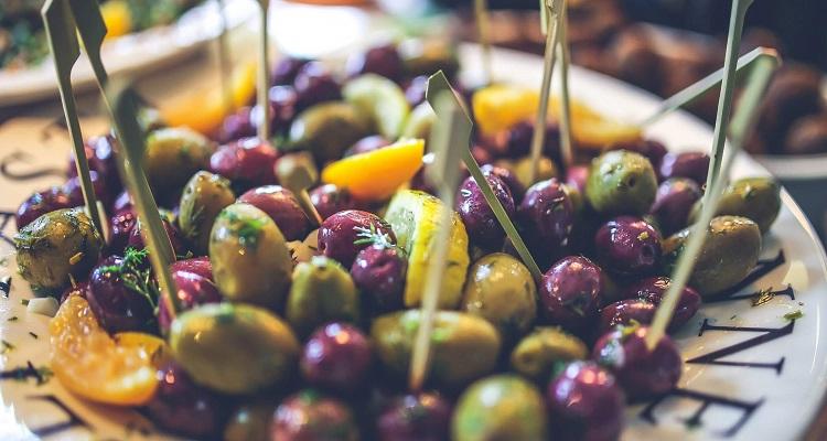 """Wir machen halt an einer Olivenöl-Farm und können das """"flüssige Gold"""" auch verkosten"""