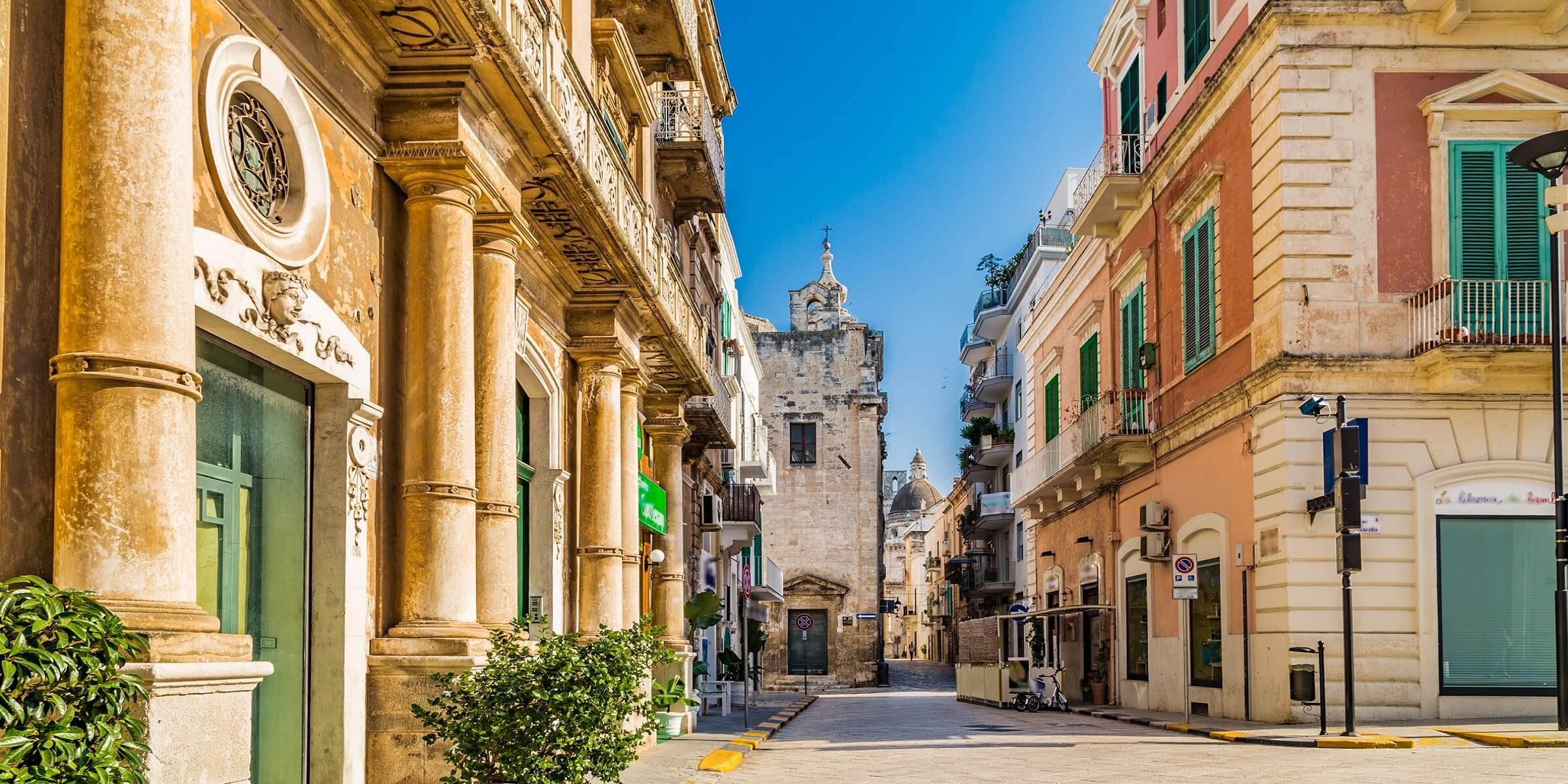In der Innenstadt von Apulien können Sie bummeln oder gemeinsam einen Kaffee trinken gehen