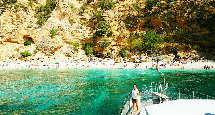 Auf Ihrer Singlereise machen Sie einen Bootsausflug zum Golf Osorei auf Sardinien