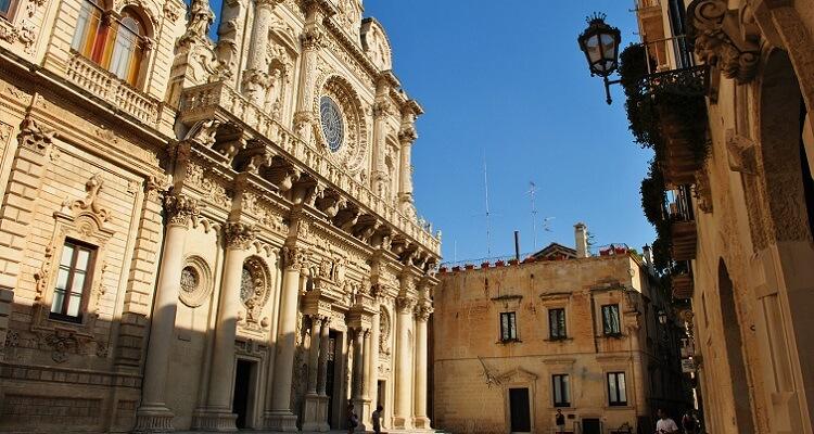 Lecceist eine ganz besondere Stadt. Zahlreiche Gebäude und Kirchen entstanden hier in dem typischen Barockstil.