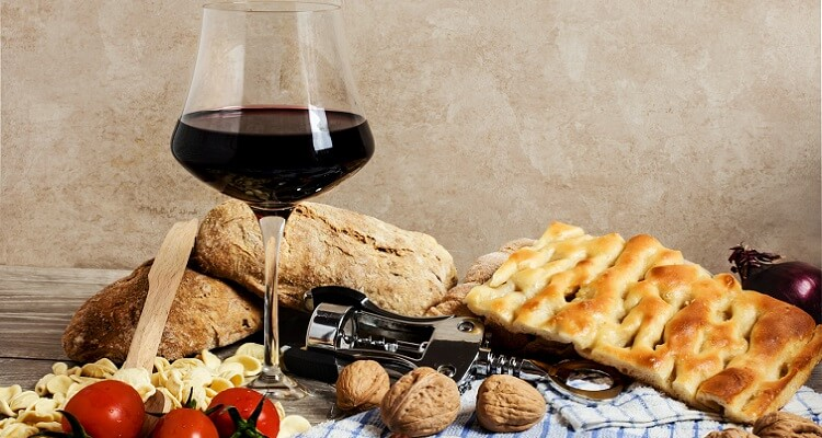 Auf dem WeingutSchola Sarmenti laden wir Sie zu einem Abendessen in besonderem Ambiente ein