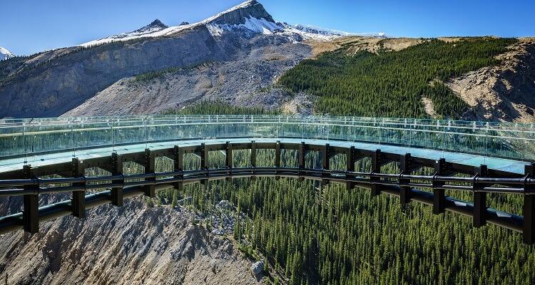 Spannung pur in Ihrem Singleurlaub: der gläserne Skywalk in Kanada