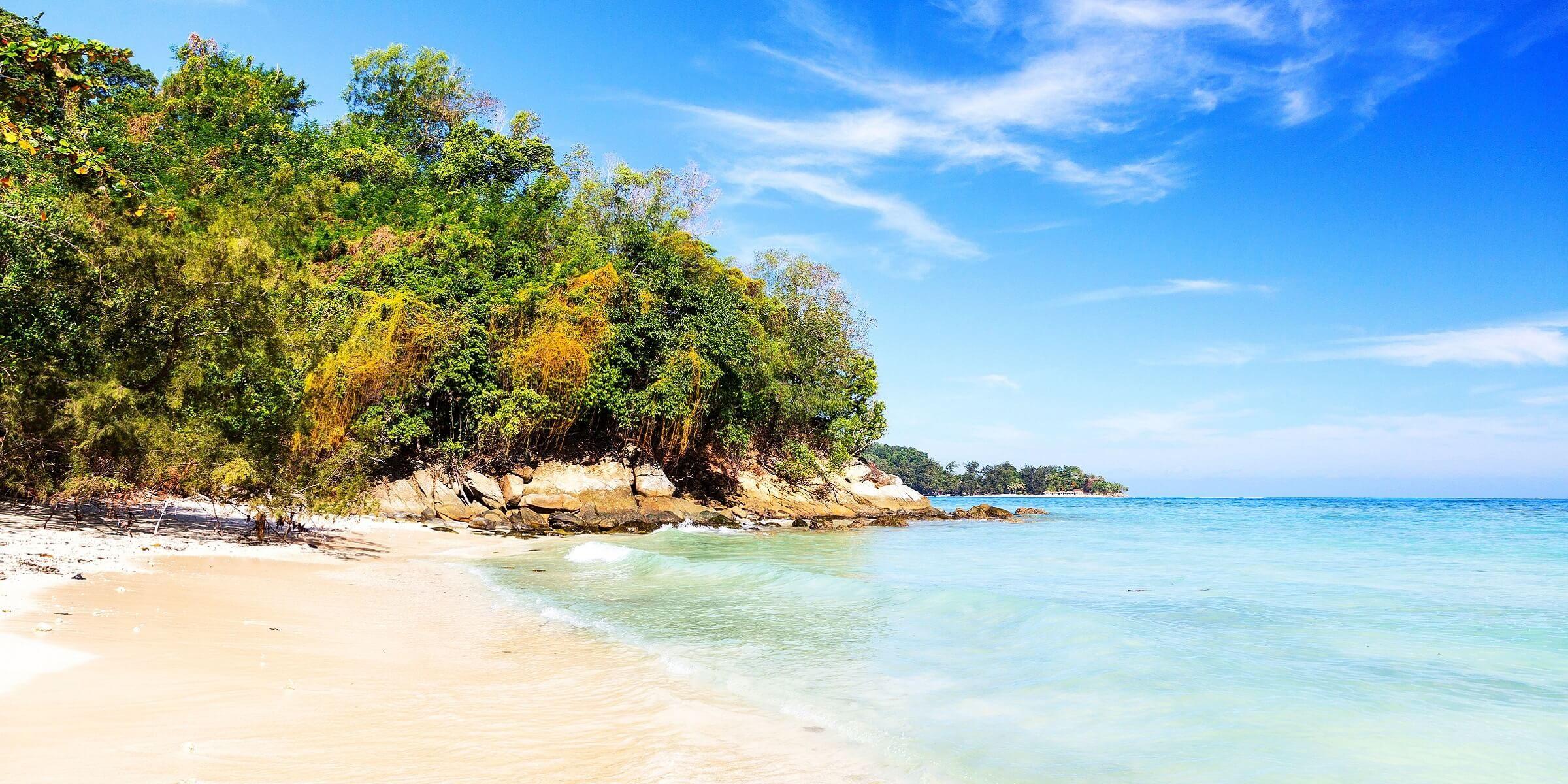Weiße Strände und geheimnisvolle Badebuchten auf Sabah Kuching in Malaysia