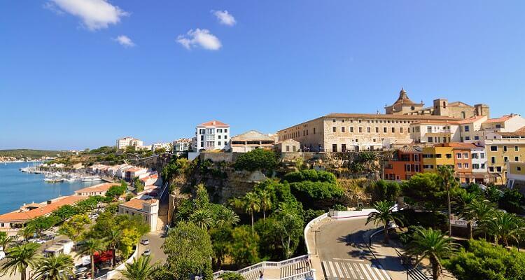 Die Hauptstadt Mahon in Menorca