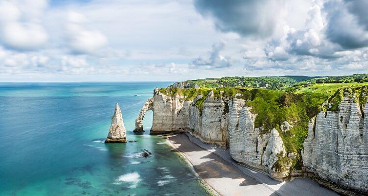Die beeindruckenden Étretat Felsen in der Normandie