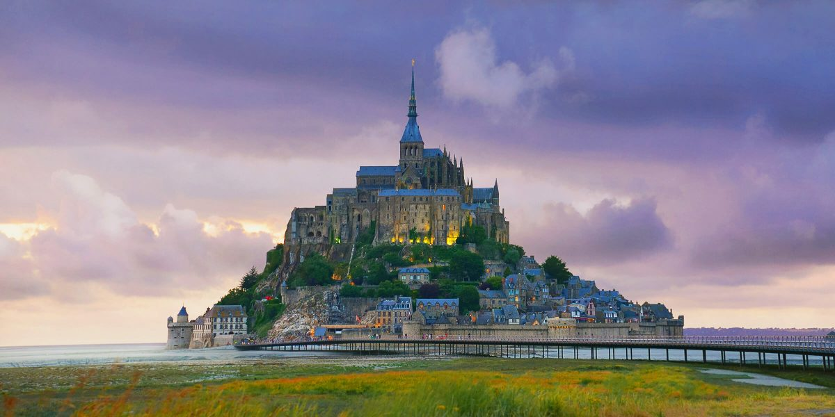 Den Mont Saint Michel begutachten wir von einem Schiff aus und nicht wie die ganzen anderen Touristen in Schaaren zu Fuß