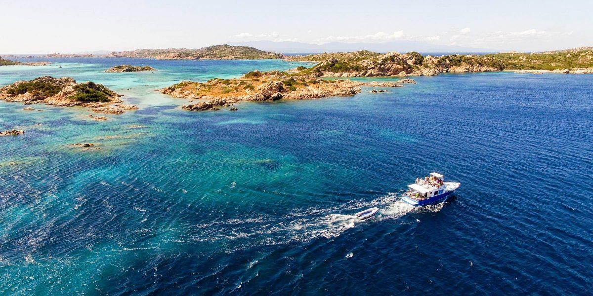 Sardinien wird nicht umsonst die kleine Schwester der Karibik genannt - blaues Wasser und weiße Strände