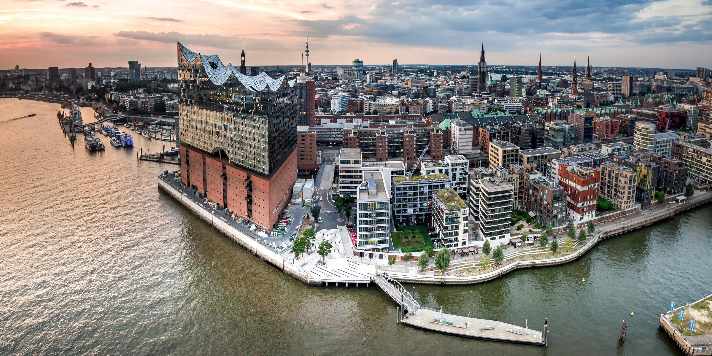 Panorama über Hamburg mit Elbphilharmonie