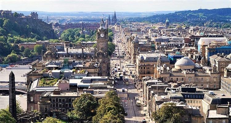 Erleben Sie die lebendige Innenstadt von Edinburgh