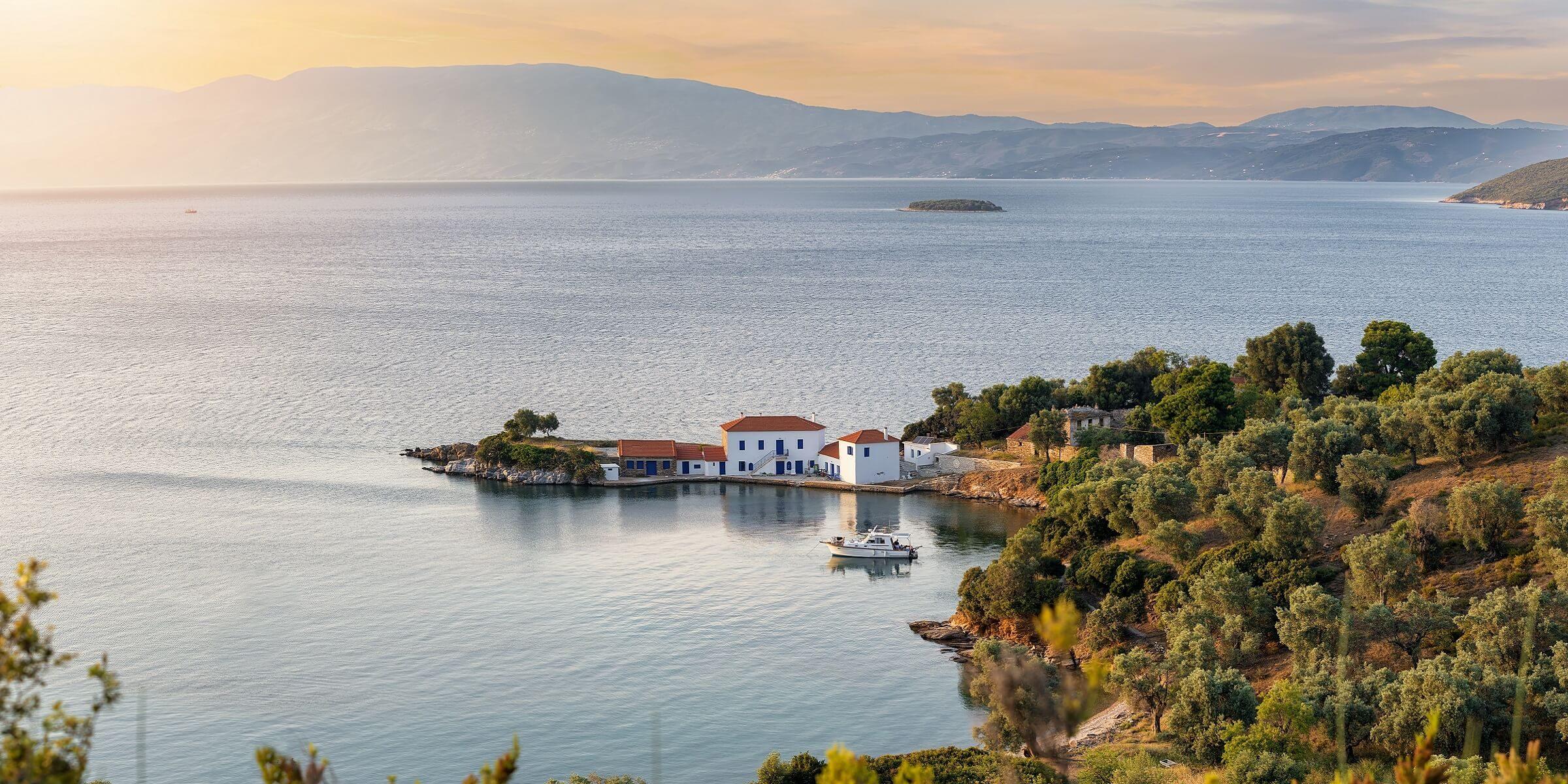 Wunderschöner Sonnenuntergang bei Volos
