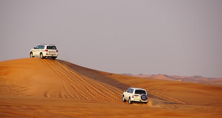Mit dem Jeep durch die Wüste Abu Dhabis