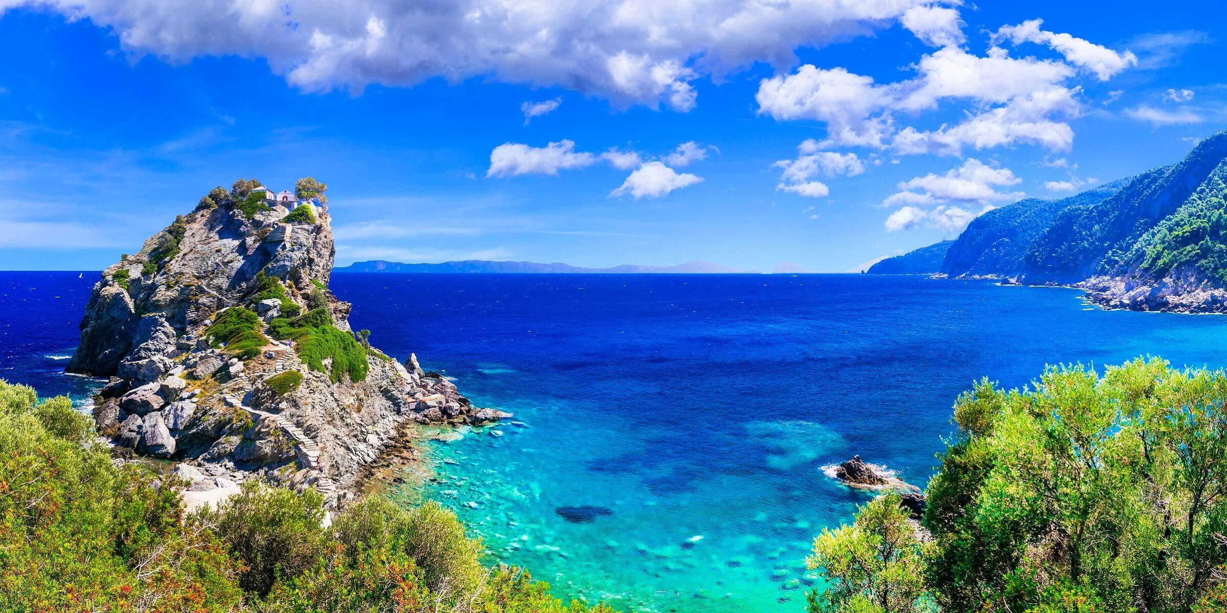Die Küste von Skopelos