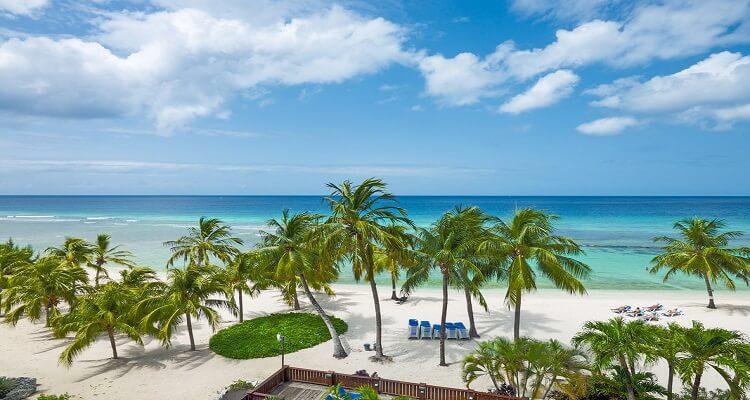 Der Strand des Coconut Court Hotels auf Barbados