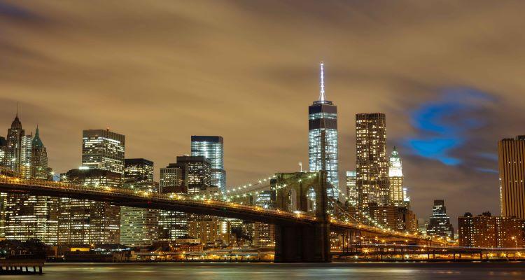 brooklyn bridge waehrend einer singlereise fuer gruppen