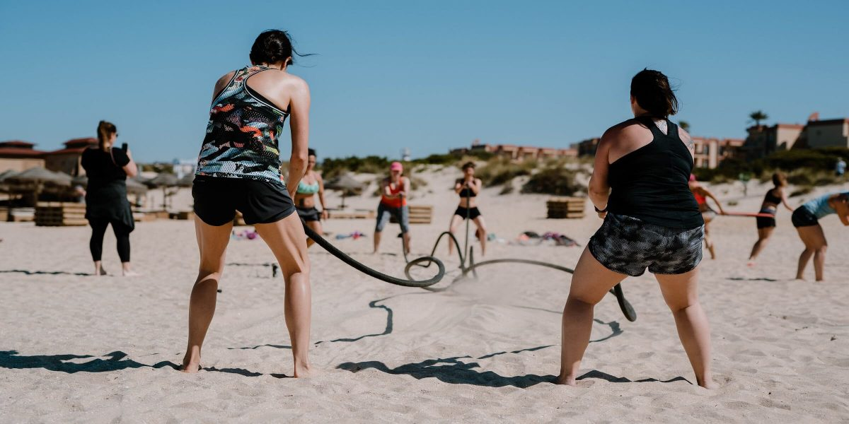 Training am Strand im Women's Health Camp