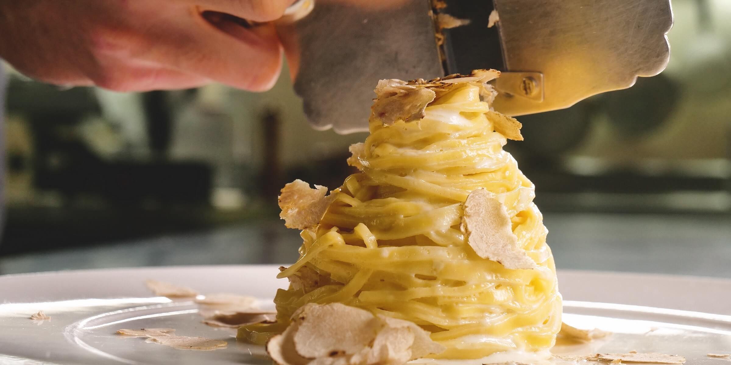 Pasta mit weißem Trüffel in Italien