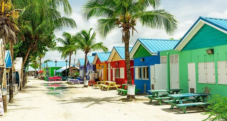 Erleben Sie die pastellfarbenen Häuser auf Ihrer Weihnachts- und Silvesterreise nach Barbados