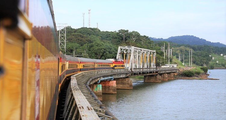 Zugfahrt entlang des Panamakanals bei adamare SingleReisen
