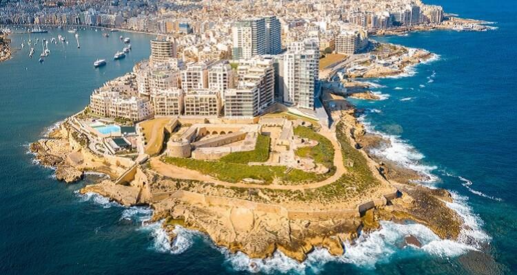 Adamare Singlereise auf Malta zu Silvester Ankunft Sliema