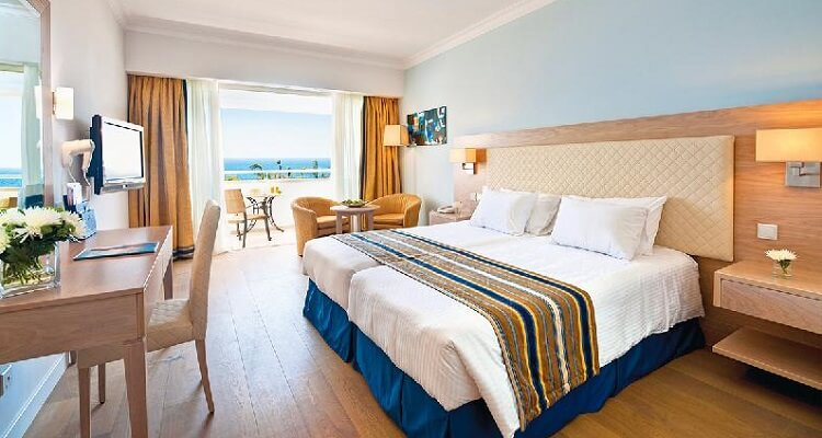Olympic Lagoon Resort Paphos - Zimmer
