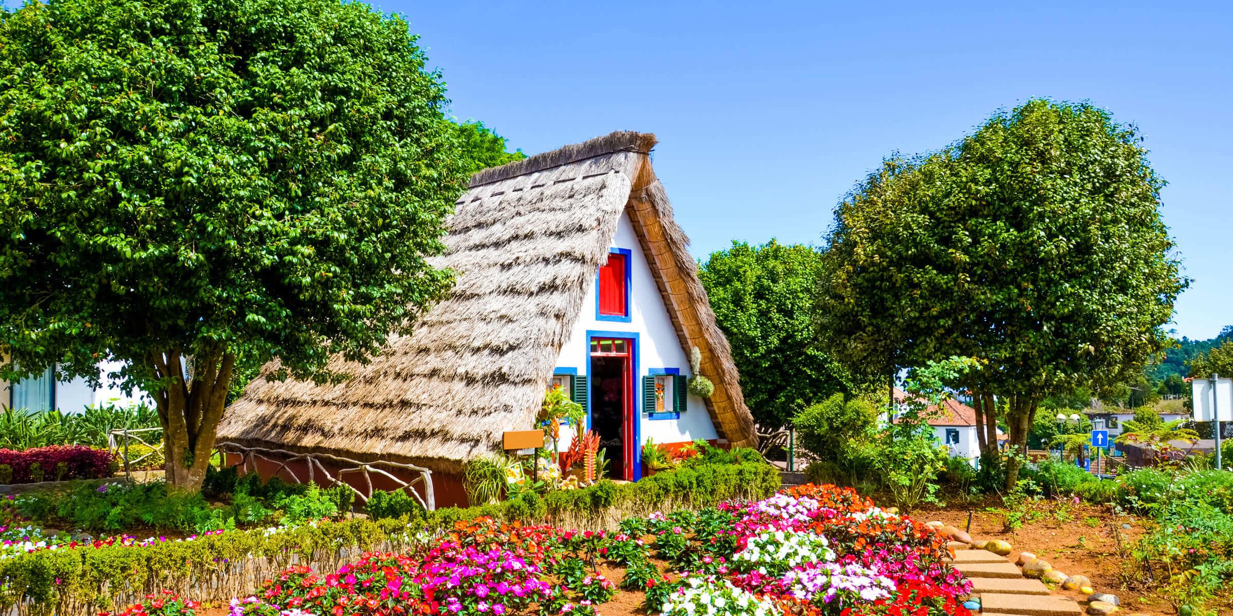 Singlereise Madeira - Typische Häuser in Santana