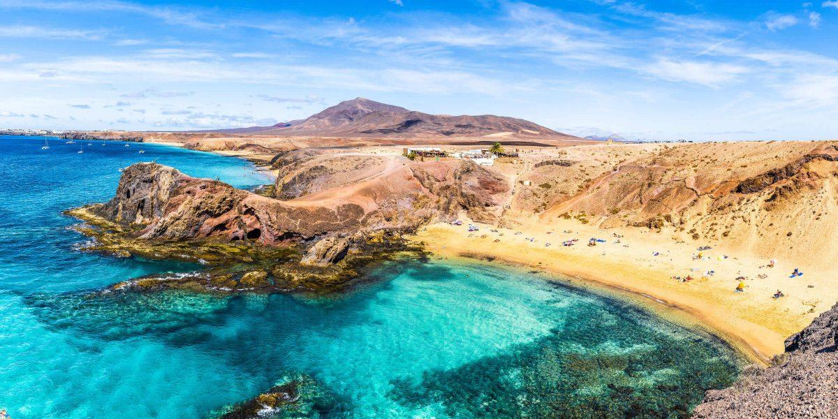 Wunderschöne Atlantik-Strände auf einer Singlereise nach Lanzarote erleben