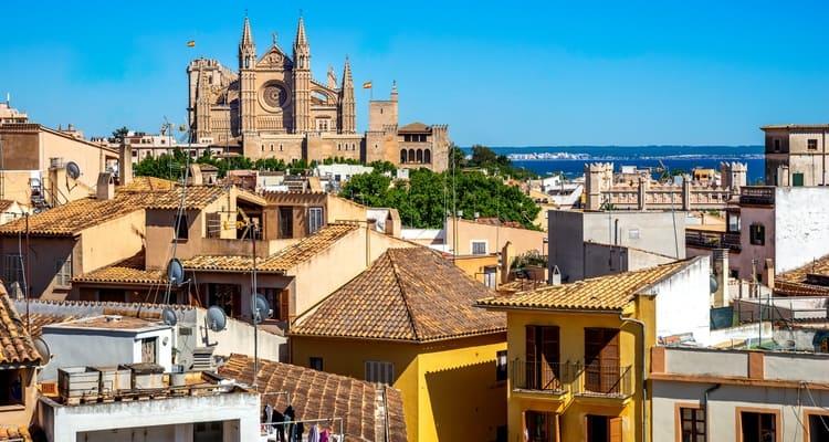 Singlereise nach Mallorca - Kathedrale von Palma mit Altstadt