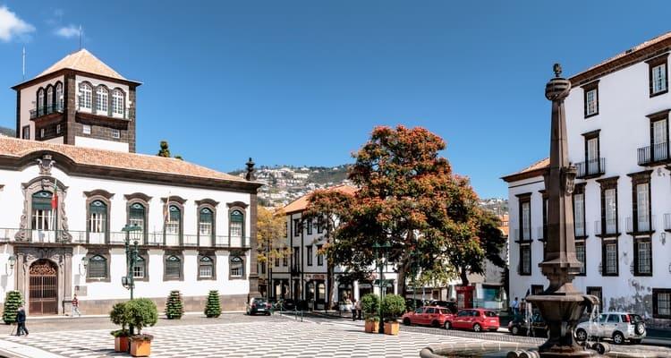 Singlereise nach Madeira - Rathaus Funchal